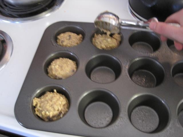 how to make banana walnut and choc chip muffins